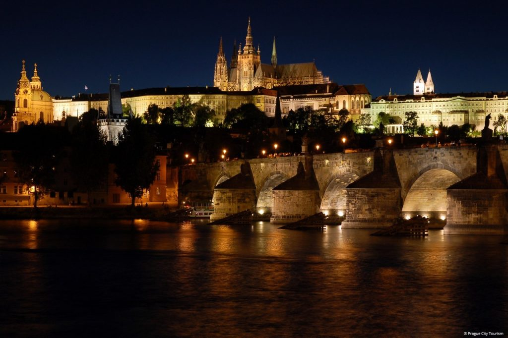Prag bei Nacht (c) Prague City Tourism