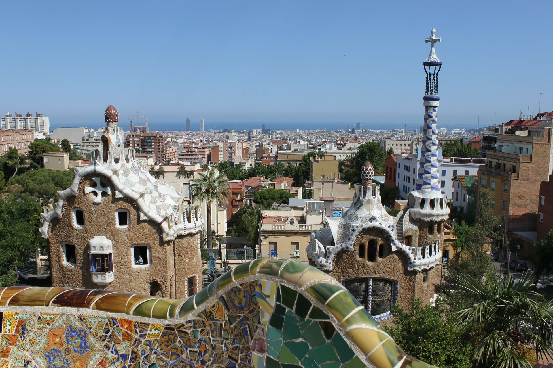 parc-guell-332390_1920 pixabay free